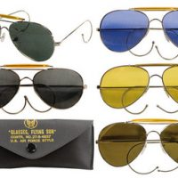 Aviator Air Force style songlasses with case:: Lunettes de soleil de style Air Force avec