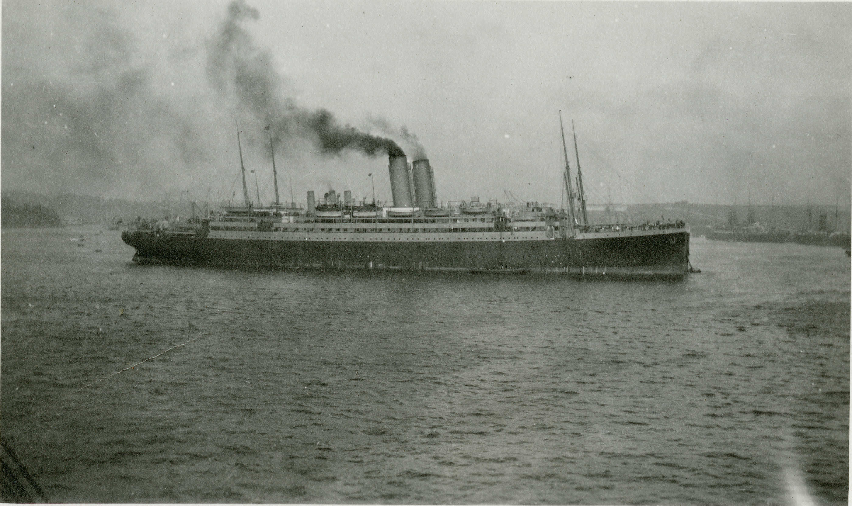 <i>Franconia</i> Arriving at Plymouth